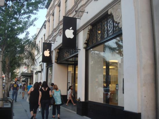 科技时代_苹果iPhone 4周四上市 专卖店准备就绪(组图)
